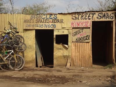Prenzl Berg Feeling mitten im Slum...: der Fahrradladen von Korogocho
