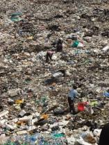 Mennschen im Müll