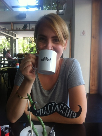 Vali im Schnurrbartcafé