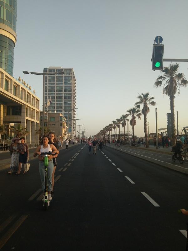 Zwischen Strand und Hotel.