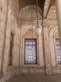 Im Innenhof der Moschee