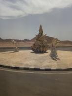 Skulpturen mitten in der Wüste